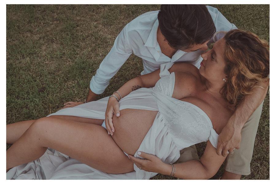 Foto di gravidanza nella campagna marchigiana   Barbara Di Cretico